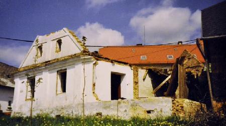 Rok 1995 - Stavba hospody, obecního bytu, obchodu